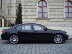 a BMW 750 i L